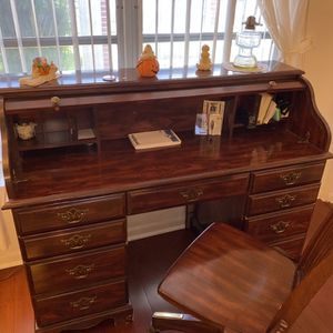 Roll Top Desk And Chair for Sale in Hollywood, FL