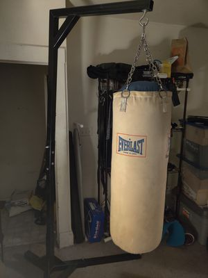 Heavy bag, stand, gloves and wraps for Sale in Cleveland, OH
