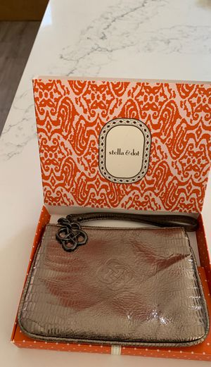 NEW Stella & Dot Metallic Wristlet for Sale in San Diego, CA