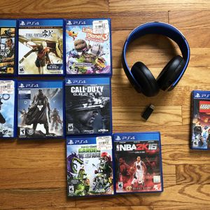 PS4 games and golden headphone for Sale in Chicago, IL