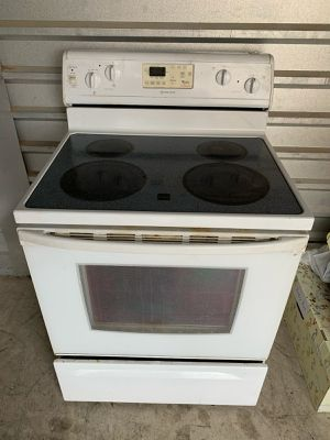 Whirlpool Flat Top Stove / Oven Range for Sale in Phoenix, AZ