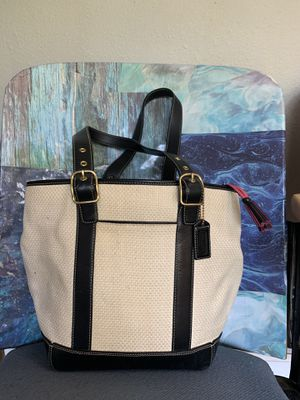 Coach bucket bag. Leather and weaved straw. Great condition. for Sale in Orinda, CA