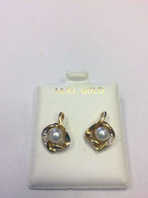 14k pearl & Diamond earrings for Sale in Miami, FL