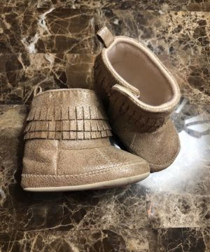 Carter's baby girl boots size 6/9 months for Sale in Victorville, CA
