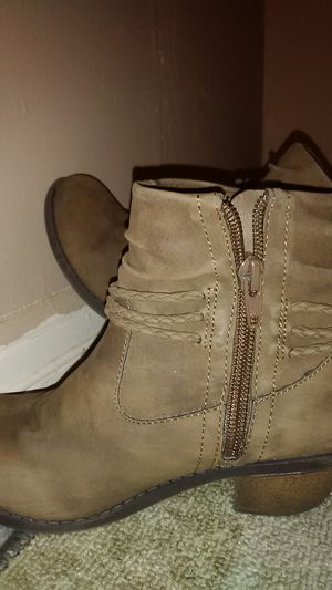 Girls size 1 Brown stylish Boots for Sale in Spokane Valley, WA