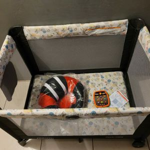 NEWWW GRACO PACK N PLAY WITH NEW BABY SEAT AND TOY for Sale in Miami, FL