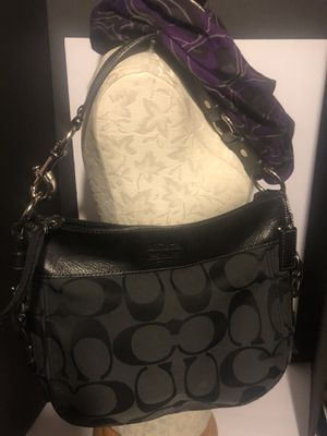 Coach hobo Zoe canvas bag for Sale in Dublin, OH