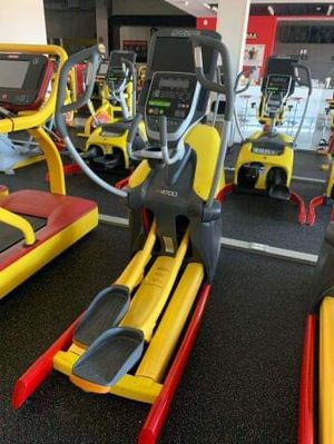 Octane Commercial Elliptical with screen for Sale in Duncan, SC