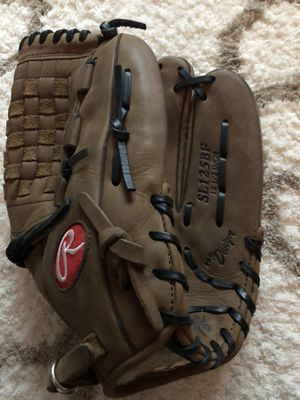 New softball glove with in-package oil treatment for Sale in Las Vegas, NV