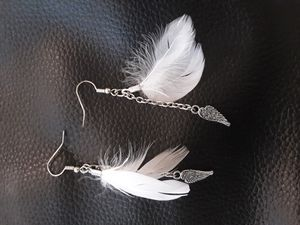 White feather and chain earrings with wing charm for Sale in Hendersonville, TN