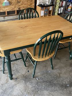 Dining table with four chairs excellent condition for Sale in Maple Valley,  WA