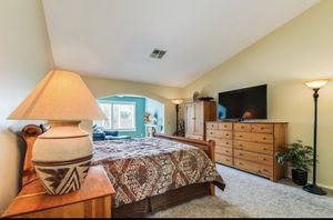 King Bedroom Set for Sale in Puyallup, WA
