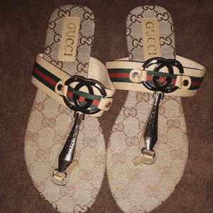 Gucci sandals size 8.5-9 for Sale in Victorville, CA