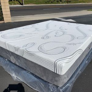 Full Size Cooling Gel Hybrid Memory Foam Mattress And Boxspring! for Sale in San Dimas, CA
