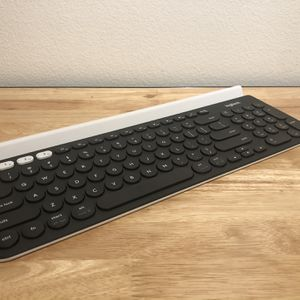 Logitech K780 BLUETOOTH Keyboard Like New for Sale in Los Angeles, CA