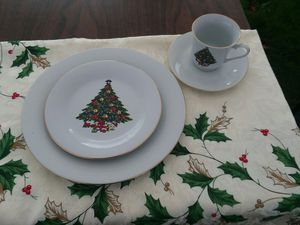 16pc Christmas Dinner set for Sale in Longview, WA