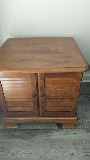 End table/ night stand for Sale in North Ridgeville, OH