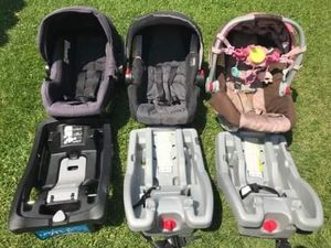 Baby car seat and base FIRM PRICE NO DELIVERY CASH OR TRADE FOR BABY FORMULA for Sale in Gardena, CA