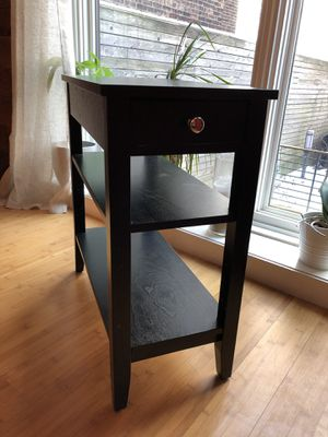 Black wood end table. Good condition. for Sale in Jersey City, NJ