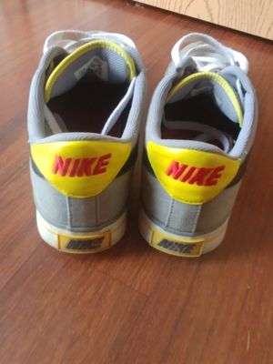 Nike BRS size sb size 10 yellow grey for Sale in Columbus, OH
