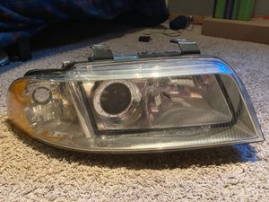 2001 Audi Avant Headlight for Sale in Carol Stream, IL