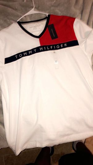 Tommy Hilfiger shirt for Sale in Ruskin, FL