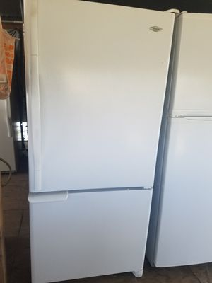 Bottom freezer refrigerator for Sale in Lake Wales, FL