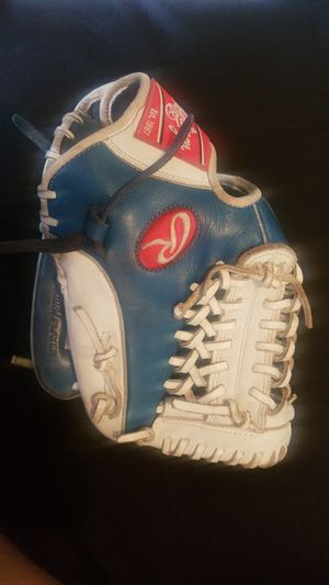 "Rawlings Gamer XLE Right hang Glove ""For the Professional PLAYER"" for Sale in Fountain Valley, CA"