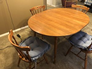 Very nice dining table and chairs for Sale in Wichita, KS