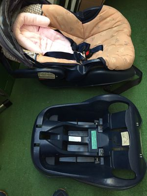 Graco Baby carrier and car seat for Sale in San Francisco, CA