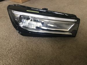 Audi part- Audi Q5 headlight passenger side for Sale in Miramar, FL