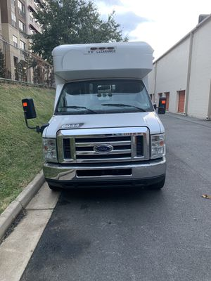2013 Ford E350 Bus w/ Handicap Lift for Sale in Wheaton, MD