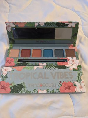 Trendbeauty eyeshadow palette for Sale in Hayward, CA