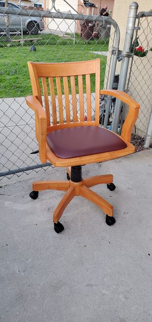 Like new wood desk chair for Sale in Moreno Valley, CA