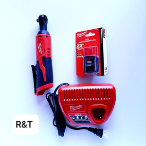 milwuakee m12 3/8 ratchet/2.0 battery/charger kit for Sale in Fullerton, CA