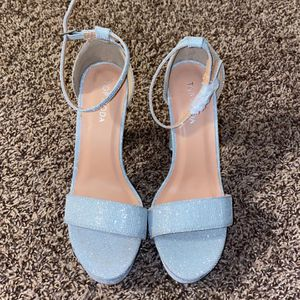 Women's Size 7 silver glitter heels for Sale in Spring Hill, TN