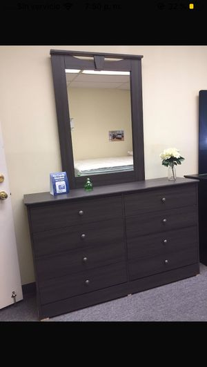 Compressed wood dresser and mirror for Sale in Pasadena, CA
