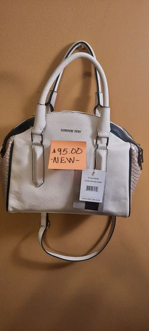 ( NEW) LONDON FOG WOMEN'S BAG for Sale in Riverdale, GA