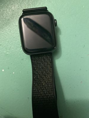 Apple Watch series 4 44mm for Sale in Paso Robles, CA