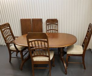 Real Oak Wood Dinner Set Whit 4 Chairs, Please look All Pictures for Sale in Orlando,  FL