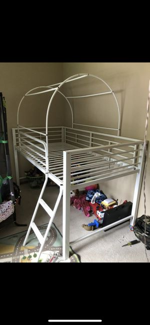 Low bunk bed (twin) for Sale in Seattle, WA