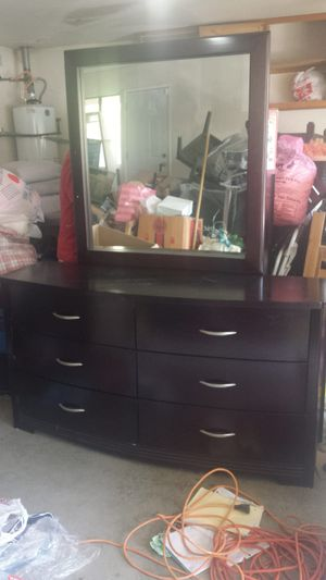 "Modern Dresser & Mirror Solid Mahagoni Dark Brown Like New W 61"", D 20.5, H 32.5"" for Sale in Walnut, CA"