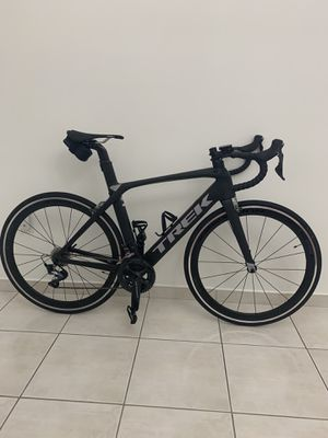 Route Bike TREK. 2018 Madone 9.0. All carbon. Shimano ULTEGRA Components. Carbon BONTRAGER wheels for Sale in Miami, FL