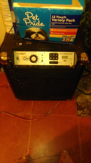 Bluetooth speaker and redieo and phone charger for Sale in Los Angeles, CA