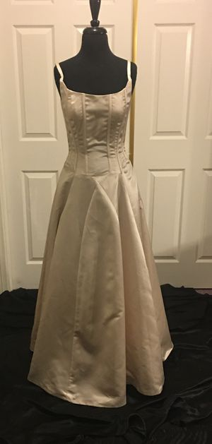 Darius Cordell Wedding/Prom Gown Size 6 for Sale in Las Vegas, NV