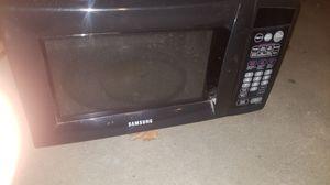 Microwave Oster negro works good for Sale in San Bernardino, CA
