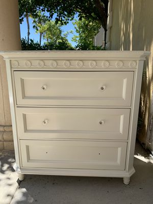 White Simply Shabby Chic Classic 3-Drawer Chest/ Dresser for Sale in Santa Clarita, CA