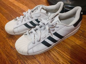 Sneakers Adidas súper star for Sale in Jersey City, NJ
