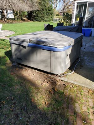 Hot tub good condition 1 of the jets isn't working 4 seater 1500obo for Sale in East Providence, RI