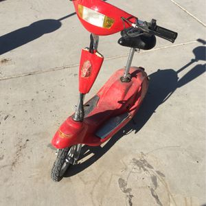 Electric Scooter DONT KNOW IF IT WORKS NO KEY NO CHARGER for Sale in Las Vegas, NV